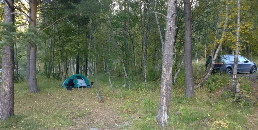 wild-camping-near-the-car-norway-national-park-1