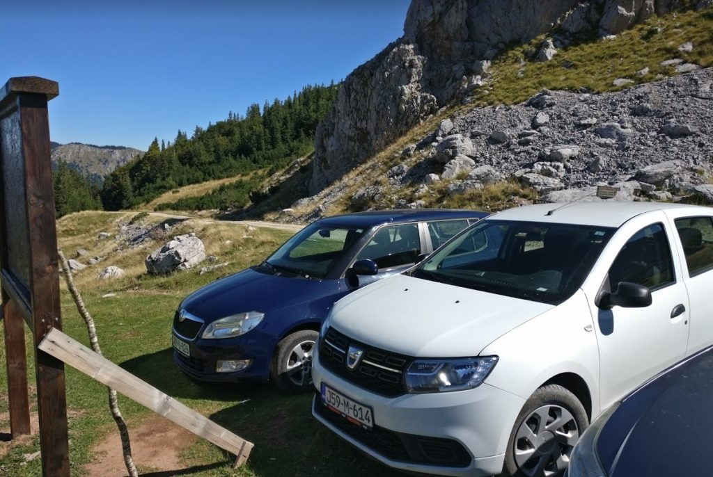 our car parked at the top of the trnovacko lake hike car park